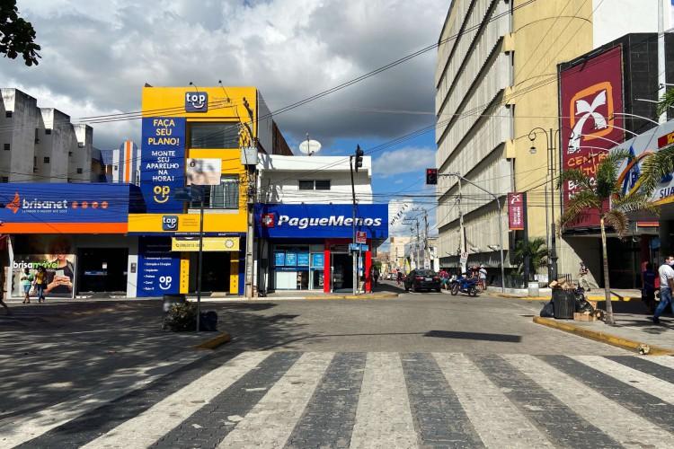 Com o lockdown em Fortaleza, o comércio não poderá funcionar e a circulação de pessoas é limitada somente para casos de extrema necessidade; apenas serviços essenciais podem ficar abertos (Foto: Wesley Junior/Especial para O Povo)