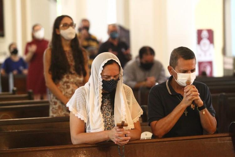FORTALEZA,CE, BRASIL, 03.03.2021: Missas católicas durante a pandemia. Igreja do Carmo, centro.  (Fotos: Fabio Lima/O POVO) (Foto: FABIO LIMA)