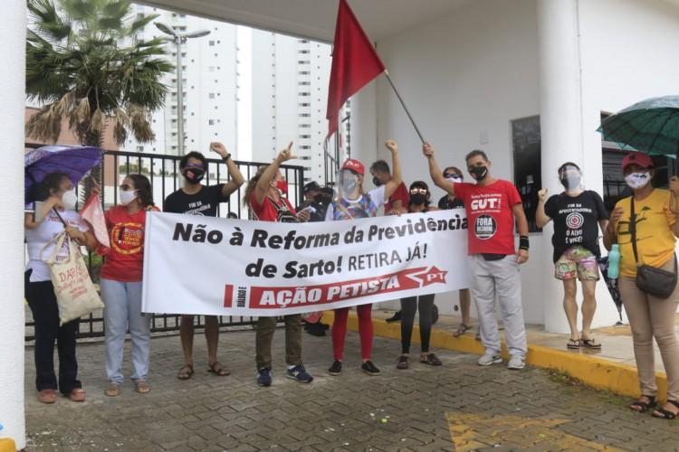 Entidades sindicais protestam contra a reforma da previdência de Fortaleza nesta quarta-feira, 3 de março de 2021 (Foto: Barbara Moira / O POVO)