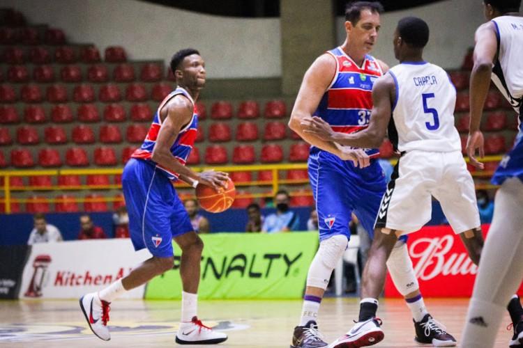Desmond Holloway era destaque individual do Fortaleza BC na temporada 2020/2021, mas não jogará a reta final por causa de lesão (Foto: Luísa Xavier/Fortaleza BC)