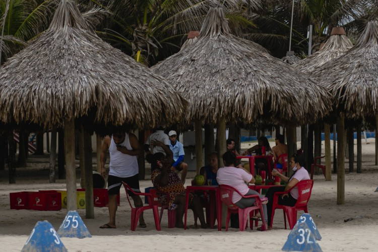 A partir de segunda-feira, 26, será permitido o funcionamento das barracas de praia nos mesmos moldes de regras já estabelecidas aos restaurantes (Foto: Aurelio Alves)