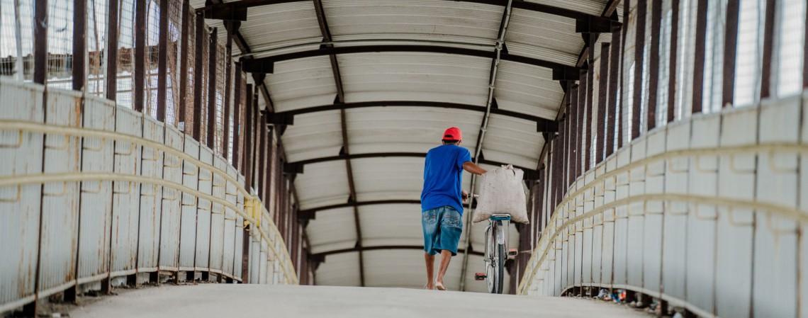 Movimentação de veículos na BR-116. Regra já em vigor em Fortaleza é ampliada para o Ceará todo (Foto: JÚLIO CAESAR)