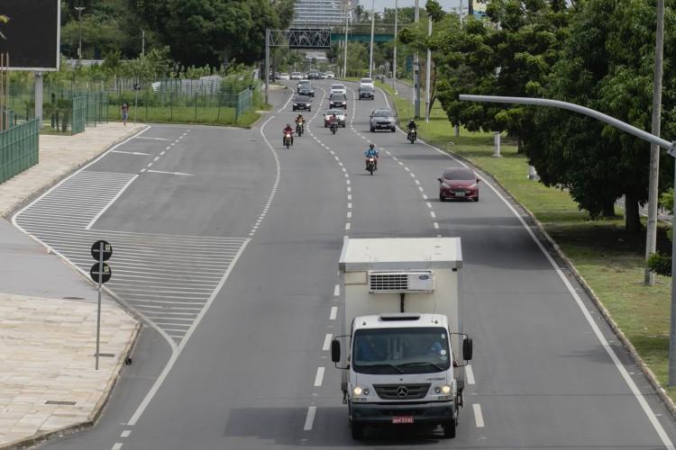 Movimentaçao de carros na Avenida Washigton Soares, proximo ao centro de Eventos. (Foto: Aurelio Alves/O POVO)