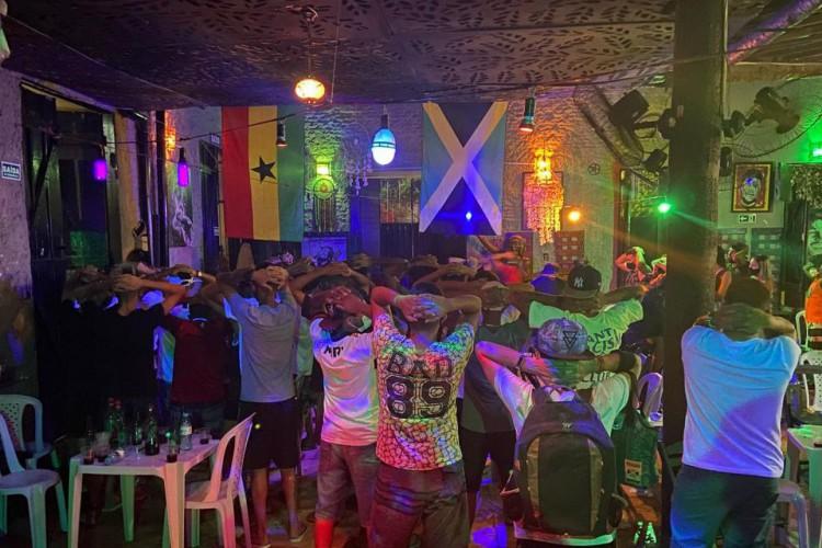 Festa clandestina com cerca de 100 pessoas foi encerrada na noite dessa quinta-feira, 4 de março. (Foto: Divulgação/PMCE)