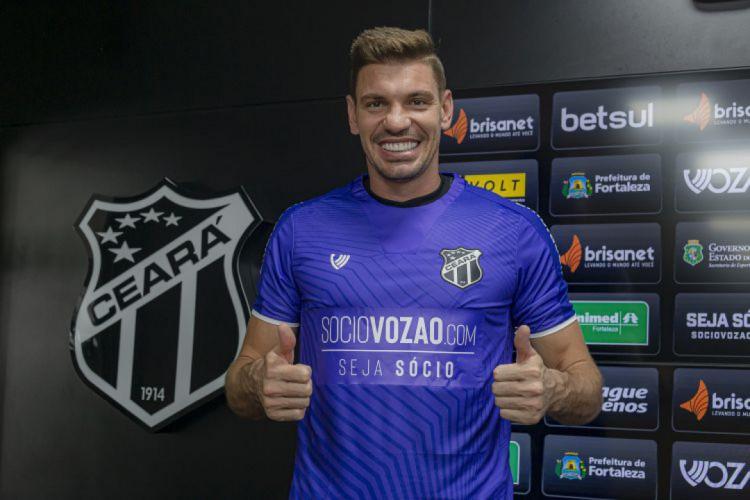 João Ricardo é apresentado oficialmente no Ceará (Foto: Wilton Hoots/CearaSC.com)