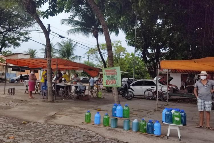 Comércio de produtos nas principais vias do bairro José Walter mesmo com decreto para lockdown em Fortaleza (Foto: REPRODUÇÃO /WHATSAPP)