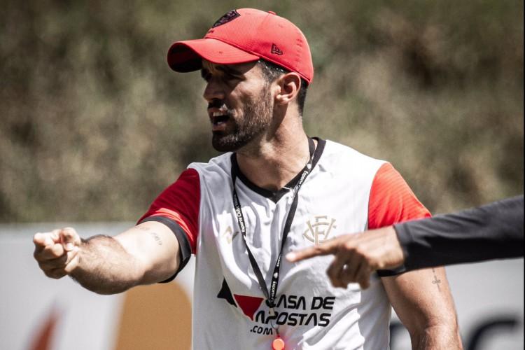 Rodrigo Chagas comandou último treino do Vitória antes de partida contra o Ceará.  (Foto: Letícia Martins/EC Vitória)