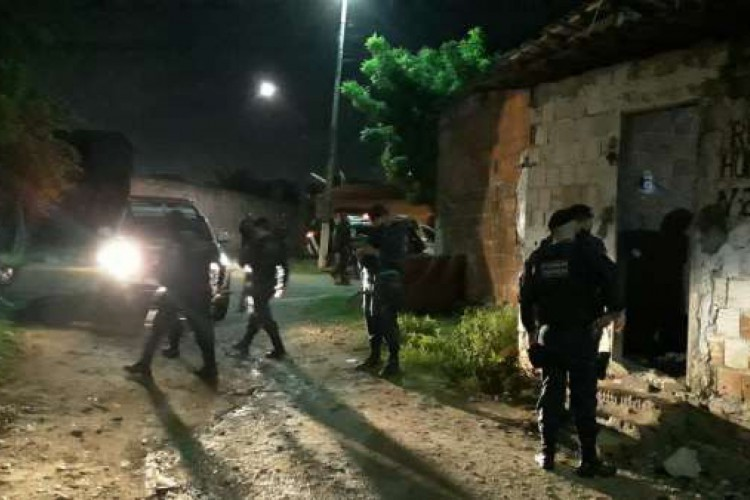 Policiais militares localizaram a vítima após abordarem o suspeito, que estava no interior do veículo roubado (Foto: Reprodução/Segurança Pública e Defesa Social do Estado do Ceará)
