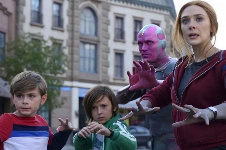 Visão (Paul Bettany) e Feiticeira Escarlate (Elizabeth Olsen) com os filhos, a família Maximoff unida (Foto: Divulgação)