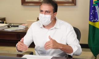 Governador Camilo Santana pede que população cumpra isolamento social para evitar cenário mais grave no Estado