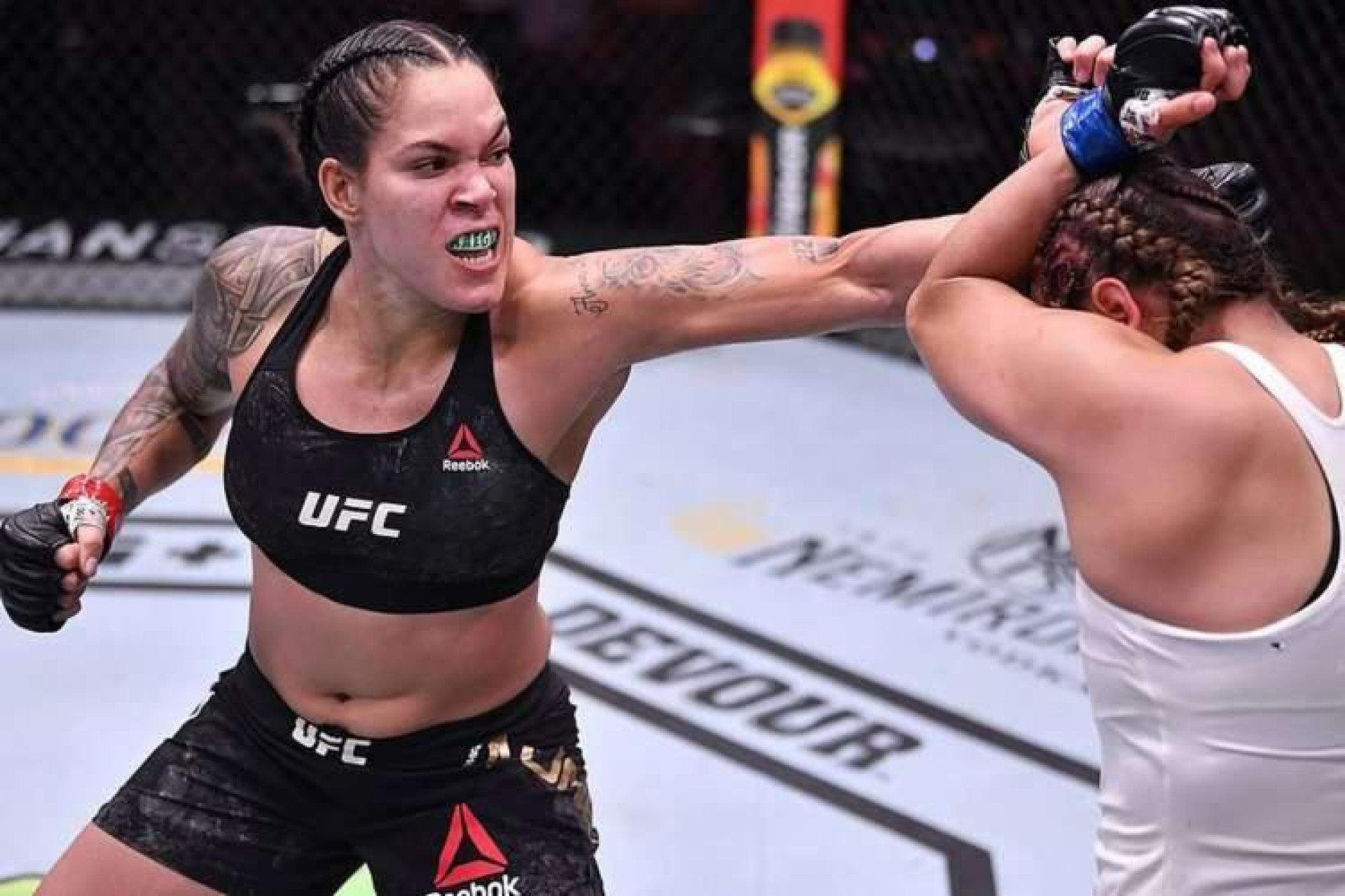 Amanda Nunes, durante luta contra Felicia Spencer