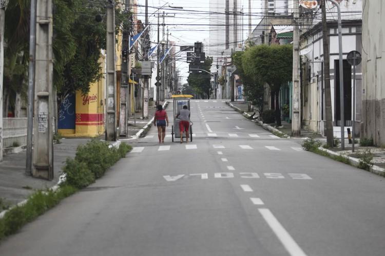 CENTRO DE FORTALEZA: comerciantes reclamam do distanciamento rígido (Foto: FABIO LIMA)