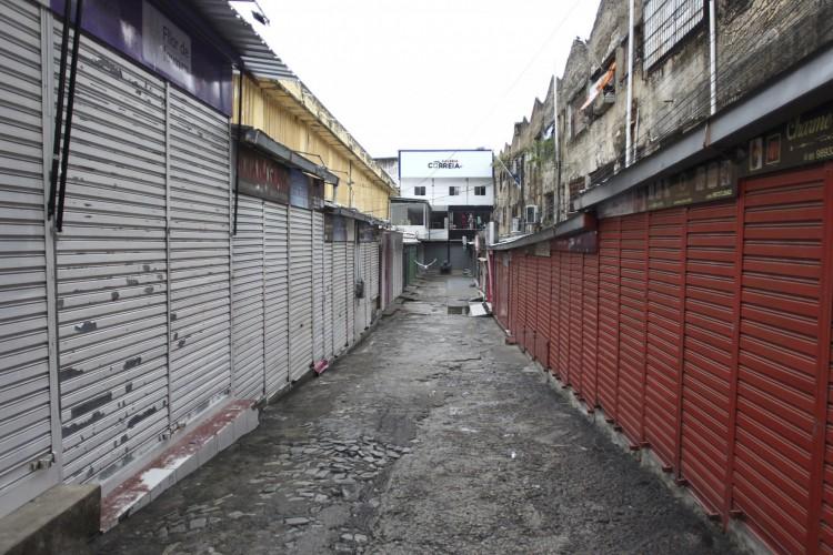 Balanço parcial da fiscalização do lockdown em Fortaleza registra oito estabelecimentos interditados entre sexta-feira, 12, e sábado, 12  (Foto: FABIO LIMA)