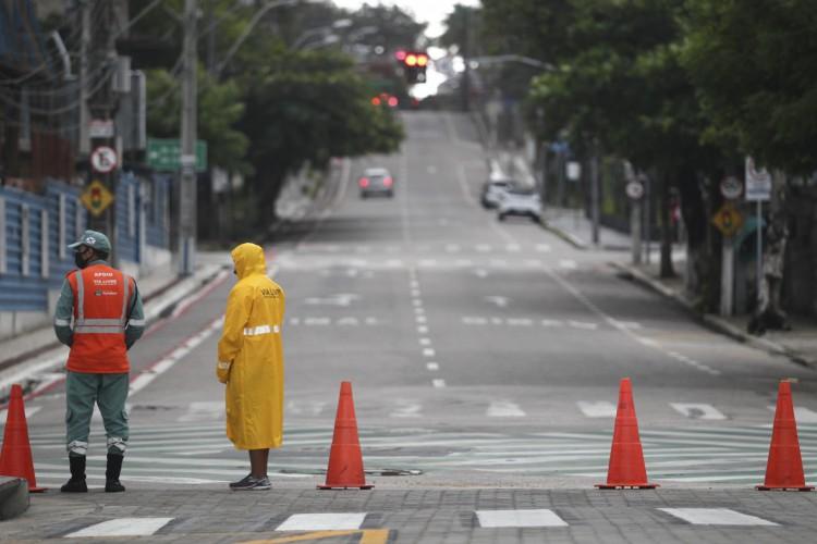Espaços públicos não podem ser utilizados durante o período. (Foto: Fábio Lima/O POVO)
