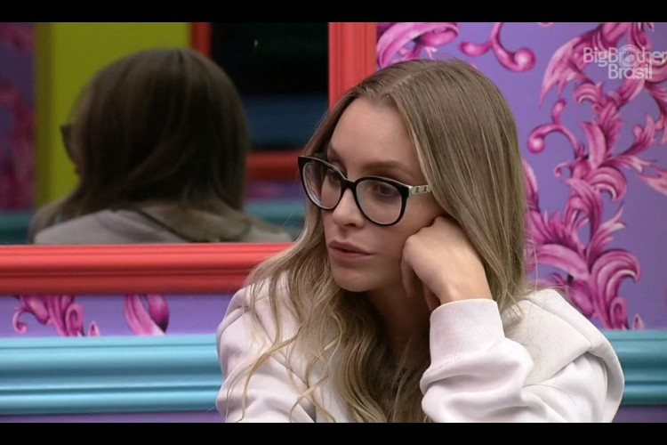 Carla conversou com outros participantes sobre as atitudes de Arthur (Foto: Reprodução/GloboPlay)