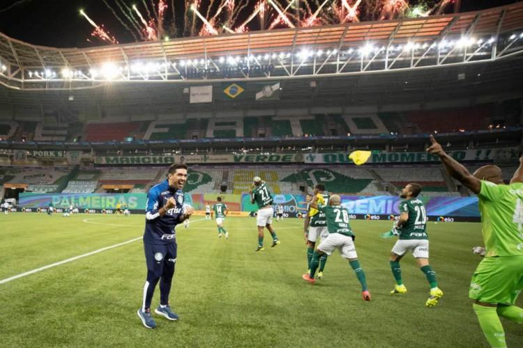 Abel Ferreira conseguiu igualar a marca de dois técnicos histórias do Palmeiras, Felipão e Vanderlei Luxemburgo (Foto: Lucas Figueiredo / Divulgação )
