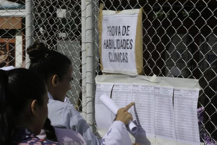 Médicos estrangeiros e brasileiros que se graduaram em outro país, fazem a segunda etapa da edição 2017 do Exame Nacional de Revalidação de Diplomas Médicos Expedidos por Instituições de Educação Superior Estrangeira (Revalida). (Foto: Fabio Rodrigues Pozzebom/Agência Brasil)