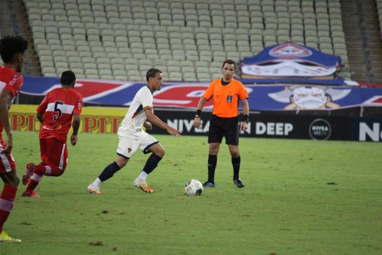 Meia Luiz Henrique em partida da Copa do Nordeste de 2021 (Foto: Bruno Oliveira/FortalezaEC)