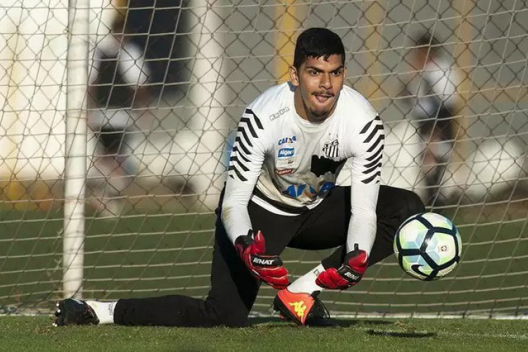 O goleiro João Paulo é um dos destaques da temporada 2020 pelo Santos mesmo disputando posição com o John (Foto: Ivan Storti / Santos FC)