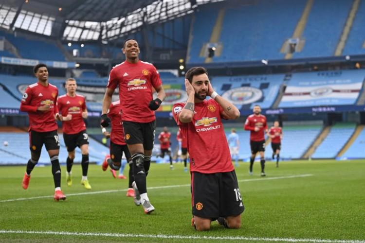 Bruno Fernandes abriu o placar de pênalti na vitória por 2 a 0 do Man United contra o Man City  (Foto: Laurence Griffiths / POOL / AFP)