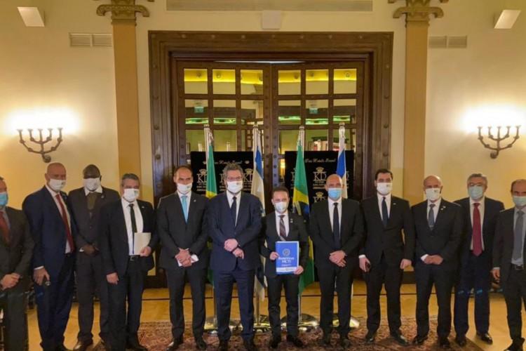 Na visita a Israel, a delegação brasileira liderada pelo Ministro Ernesto Araújo, com participação do .@mctic. e .@minsaude., teve ontem reunião com o Presidente do Instituto Weizmann, um dos maiores institutos de pesquisa do mundo. (Foto: Divulgação/MRE)
