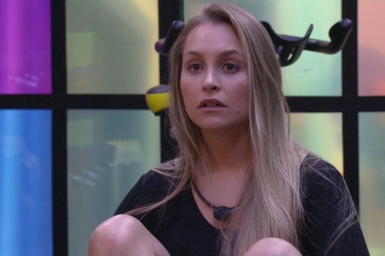 Carla poderá assistir às movimentações dos participantes e ouvir até 12 horas de conversação (Foto: Reprodução/Rede Globo)
