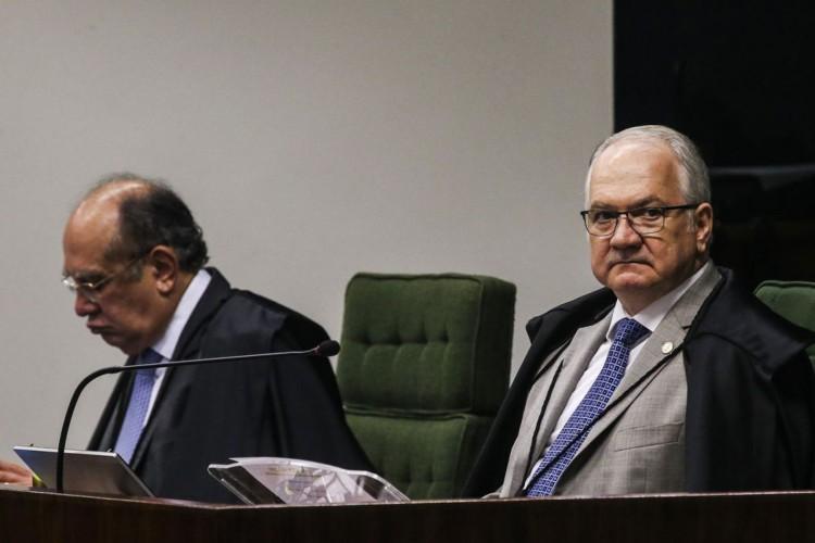 Os ministros Gilmar Mendes e Edson Fachin durante sessão na Segunda Turma do Supremo Tribunal Federal (STF), para o julgamento de mais um pedido de liberdade para o ex-presidente Luiz Inácio Lula da Silva. (Foto: Antonio Cruz/Agência Brasil)