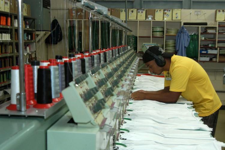 Indústrias, fábricas,Confecção Cobra D'agua,Confecção de roupas..Vila velha (ES) 19.05.2006 - Foto Miguel Ângelo (Foto: Miguel Ângelo/CNI/Direitos Reservados)