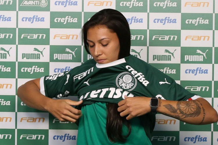 Apresentação de Bia Zaneratto, atacante da equipe feminina de futebol da S.E.Palmeiras, na Academia de Futebol, em São Paulo-SP (Fotos: Fabio Menotti) (Foto: Fabio Menotti / Ag. Palmeiras)