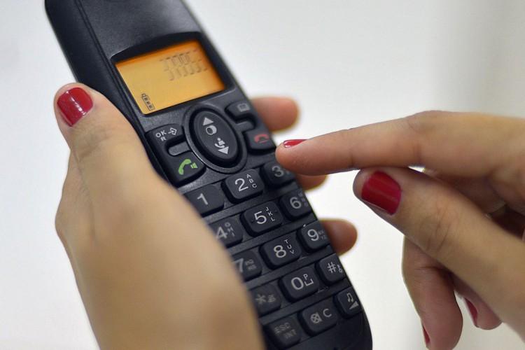 Brasília - Ligação de telefone fixo para celular ficará 13% mais barata em março. A Anatel publicou hoje (24), no Diário Oficial, as novas tarifas de remuneração de redes móveis (Marcello Casal Jr./Agência Brasil) (Foto: Marcello Casal Jr./Agência Brasil)