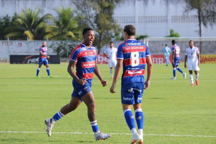 David e Luiz Henrique comemoram gol do Fortaleza na vitória por 2 a 0 sobre o Atlético-CE (Foto: Bruno Oliveira / Fortaleza EC)