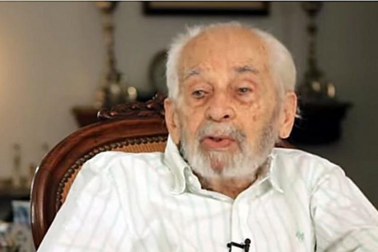 Morre, no Rio, jornalista Helio Fernandes, aos 100 anos de idade (Foto: )