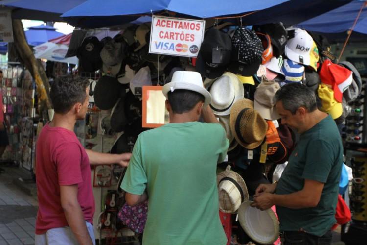 Trabalho informal e por conta própria se intensifica no Ceará frente aumento do desemprego e incerteza econômica. Estado é o 6º do mais maior grau de informalidade (Foto: Mateus Dantas/O Povo/em 26/10/2016)