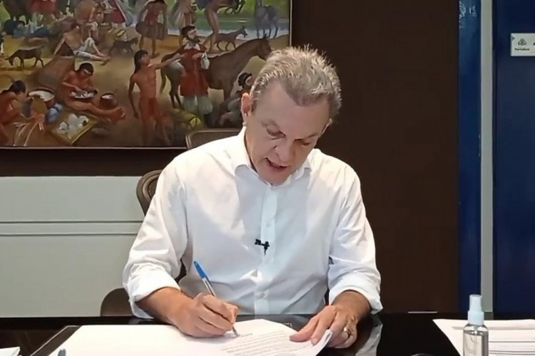 Anúncio foi feito em transmissão do prefeito nas redes sociais (Foto: Reprodução/ Facebook)