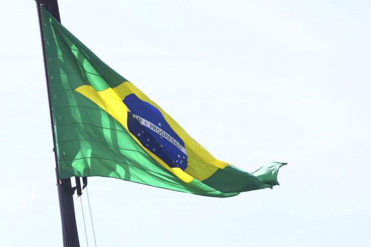 Todo primeiro domingo do mês, ocorre a cerimônia de Troca da Bandeira Nacional na Praça dos Três Poderes (Foto: Valter Campanato/Agência Brasil)