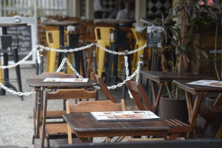 Comércio, bares e restaurantes do Rio terão que fechar às 21h (Foto: )