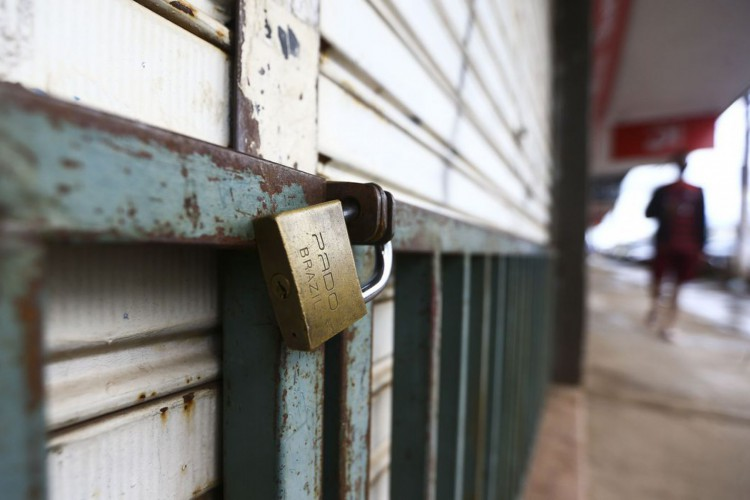 Comércio e atividades consideradas não essenciais fecham as portas durante lockdown no Distrito Federal. (Foto: Marcelo Camargo/Agência Brasil)