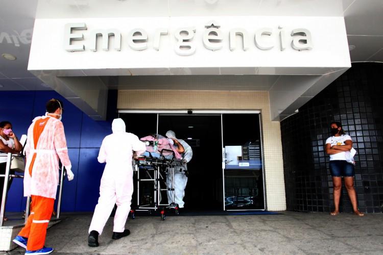 FORTALEZA,CE, BRASIL, 11.03.2021: Movimentação de pacientes chegando aos hospitais para tratamento de covid. Hospital Antonio Prudente, Av. Aguanambi.  (Fotos: Fabio Lima/O POVO) (Foto: FABIO LIMA)