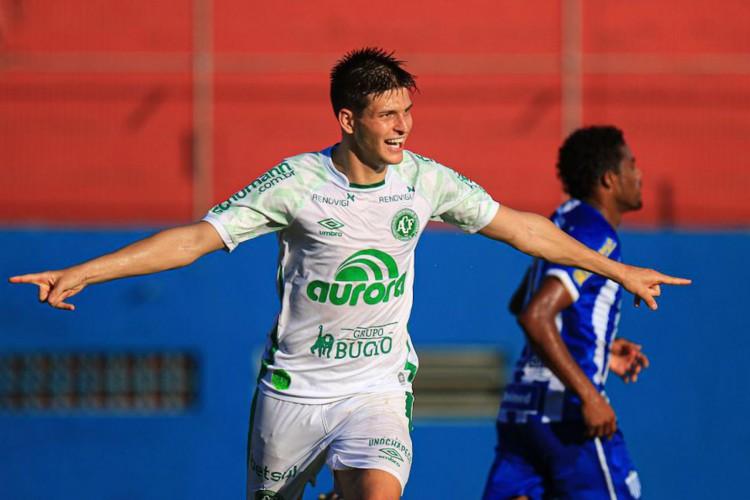 Chapecoense vence Avaí e assume liderança do Catarinense (Foto: )