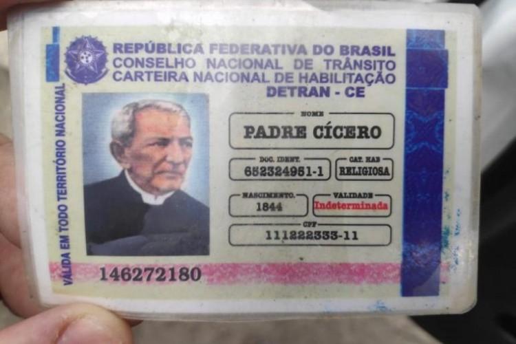 O idoso apresentou os documentos como se fossem verdadeiros (Foto: Batalhão de Policiamento Rodoviário (BPRv))