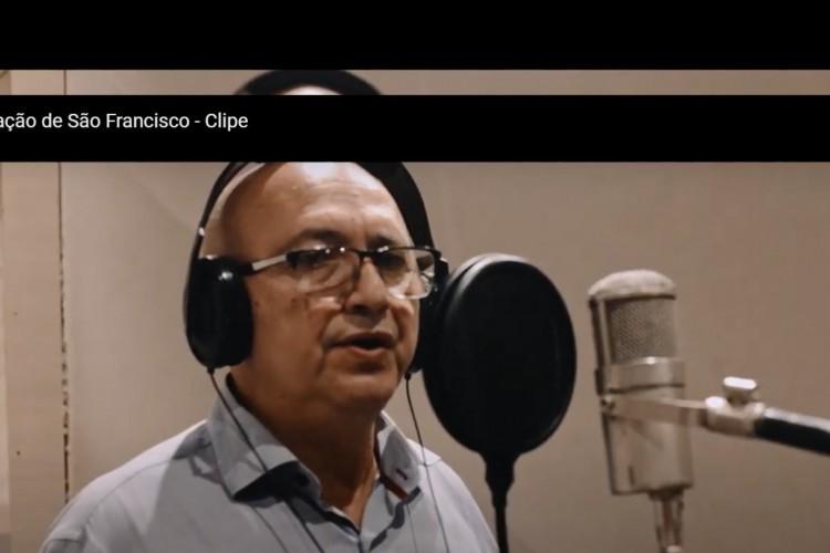 Pastor Francisco Ribeiro participa do clipe junto de famosos e integrantes de diversas religiões (Foto: Reprodução Yutube)