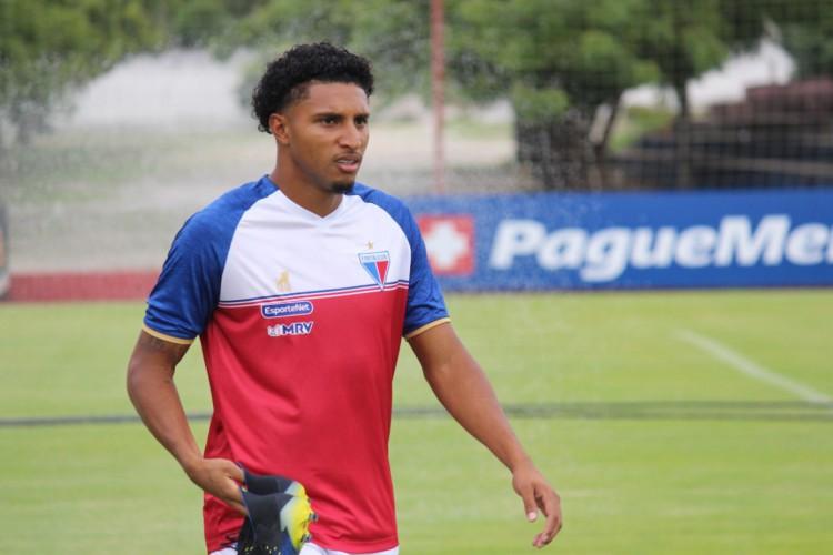 Volante Éderson em treino do Fortaleza no CT Ribamar Bezerra, em Maracanaú (Foto: Bruno Oliveira/Fortaleza EC)