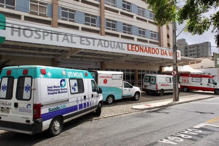 Movimentação de ambulâncias no Hospital Leonardo da Vinci  (Foto: Fabio Lima)
