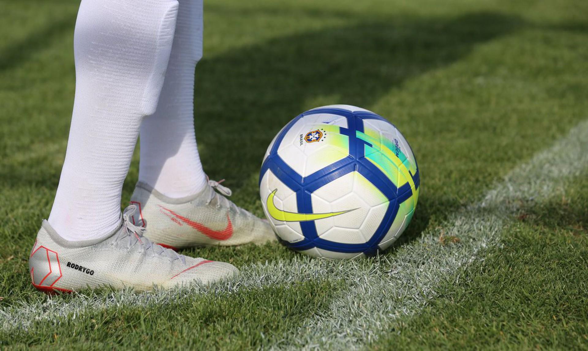 Brasileiros em baixa no futebol
