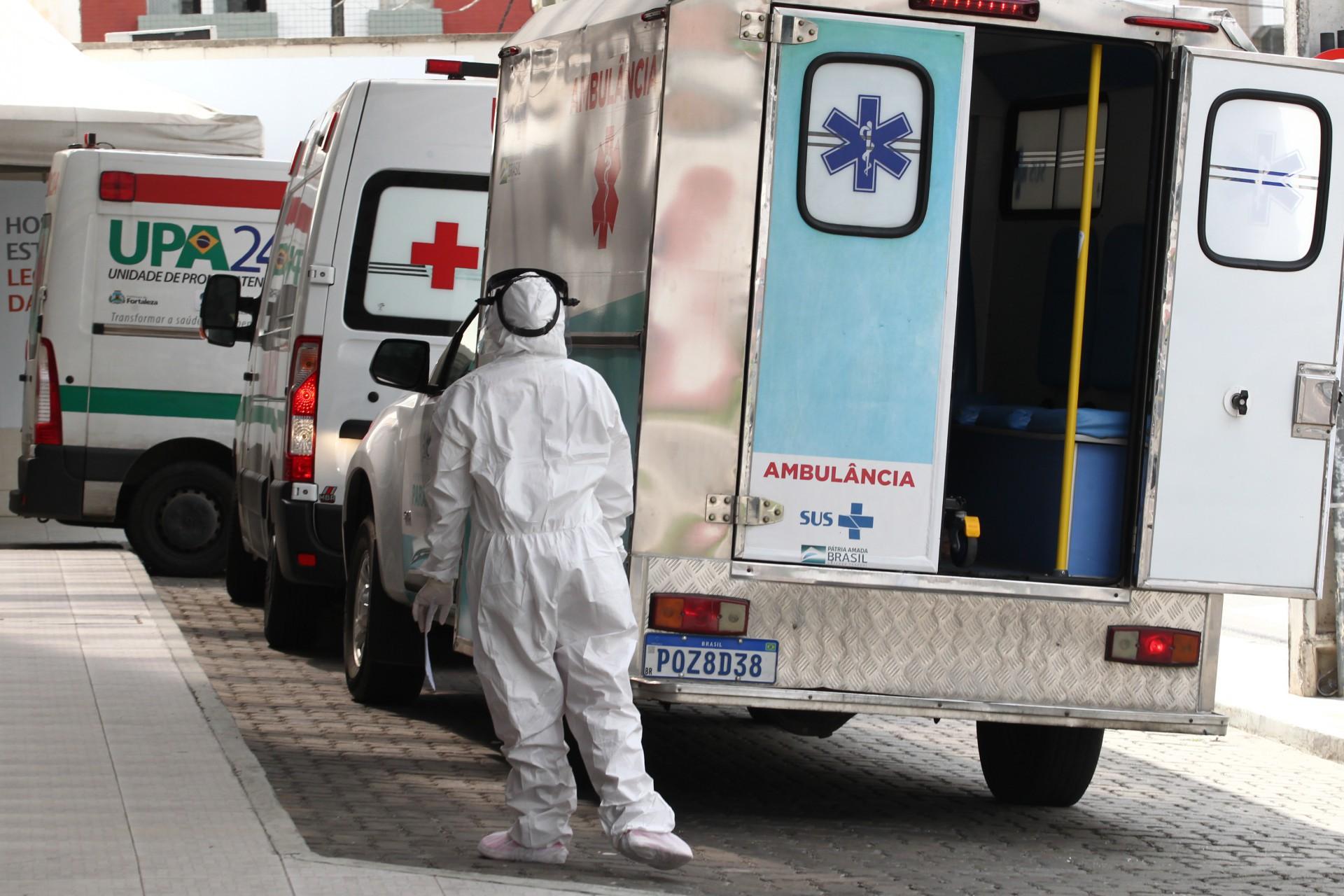 Movimentação de pacientes no hospital Leonardo da Vinci, na Aldeota. Casos de Covid-19 crescem puxados por jovens