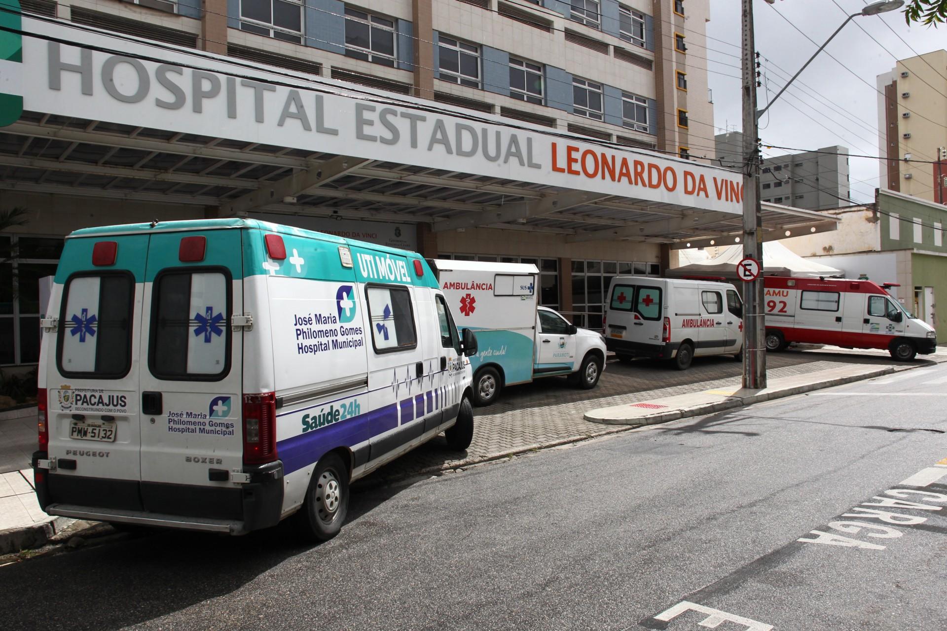 Hospital de referência no tratamento de Covid-19, Leonardo da Vinci recebe intenso fluxo de ambulâncias de Fortaleza e do Interior (Foto: FÁBIO LIMA)