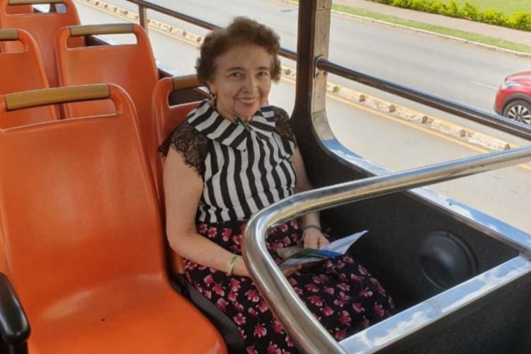 Maria Araújo de Mesquita, de 67 anos, ingressou na carreira de Oficiala de Justiça aos 24, e atualmente mora sozinha no bairro Jacarecanga (Foto: Arquivo pessoal)