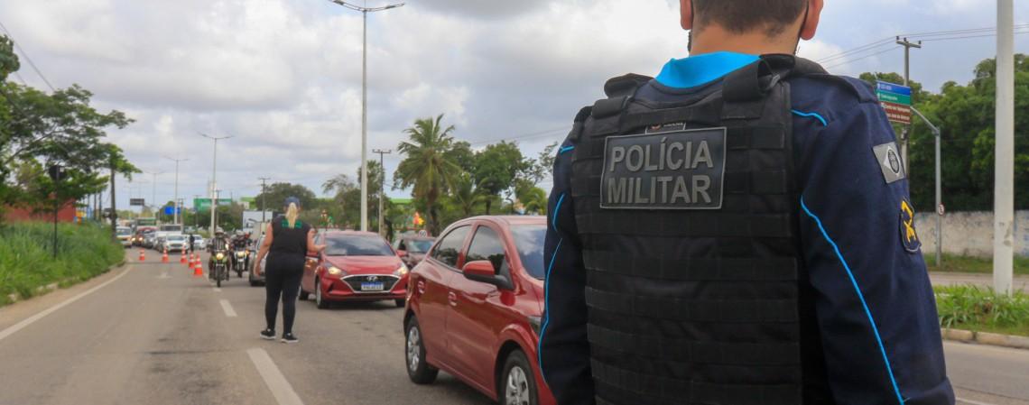 Policial militar em barreira sanitária no Ceará (Foto: BARBARA MOIRA)