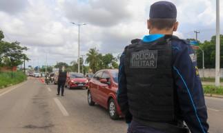 FORTALEZA, CE, 13-03-2021: Barreira sanitaria entre os limites de Fortaleza e Eusebio, com guarda municipal, policia militar e AMC.(BARBARA MOIRA/ O POVO)