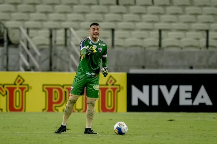 Goleiro Felipe Alves disputará mais um Clássico-Rei com a camisa do Fortaleza (Foto: Aurelio Alves)